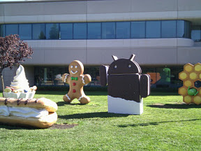 Ice Cream Sandwich statue arrives at the Googleplex