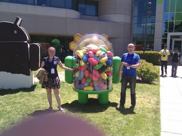 Jelly Bean statue arrives at the Googleplex