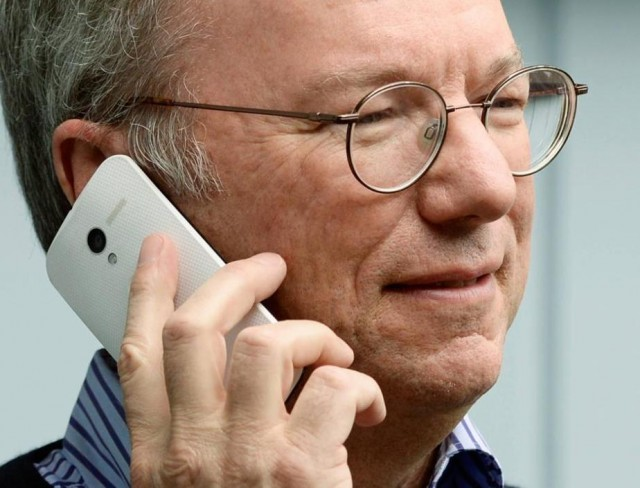 Eric Schmidt Steps Out, Moto X in Tow