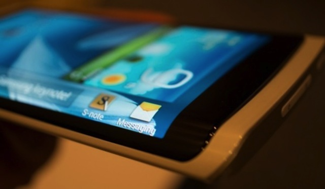 Flexible display coming to a premium version of Samsung Note 3 in October?