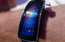 The Gear Fit showing a different watch face than we've seen