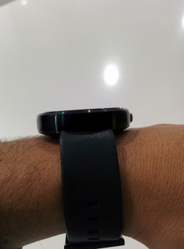 Moto 360 wrist Side Profile