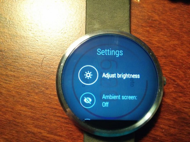 Moto 360 display may suffer from an image persistence problem while charging