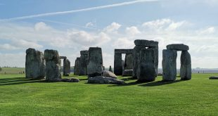 New meets (very) old: Huawei's Mate 20 Pro meets Stonehenge